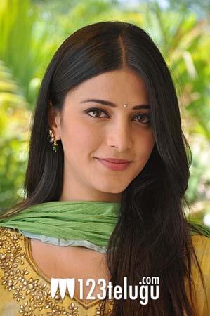 Shruthi Haasan in Yellow (22)