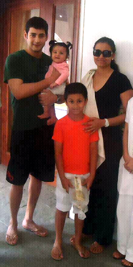 Mahesh-With-his-Family