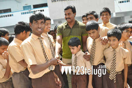 Sunil-at-blind-school