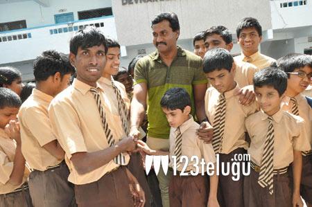 Sunil-at-blind-school