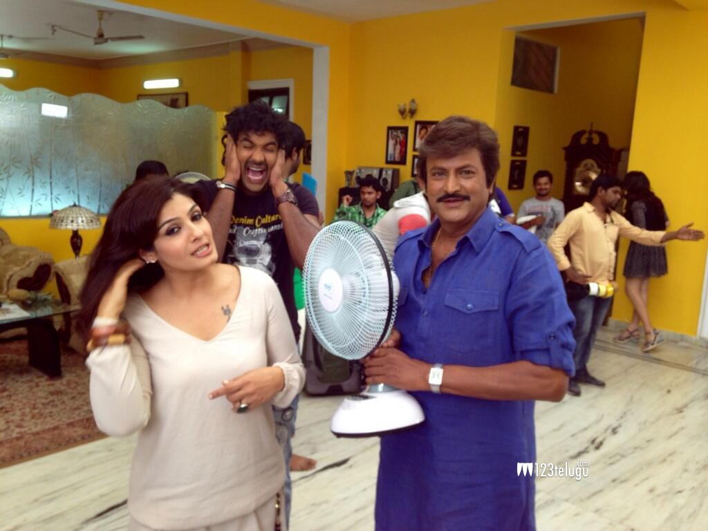mohan-babu-with-raveena-tandon