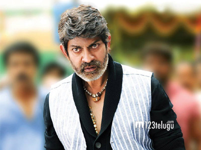 Jagapathi-babu-in-Legend