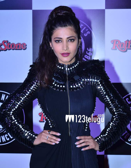 Shruti-Haasan-croons-with-A