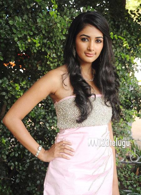 Pooja-Hegde-hot-photo