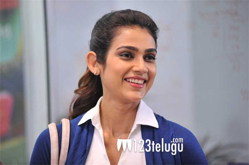 Eagerly awaiting the right script in Tollywood: Akanksha Singh