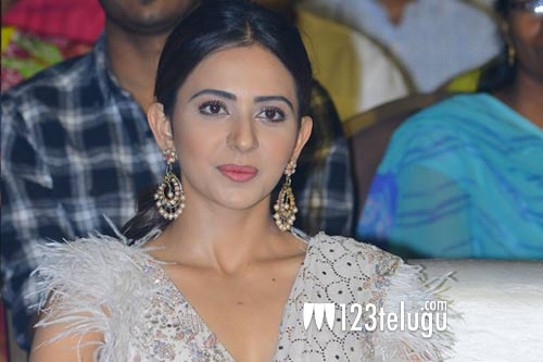 Rakul's take on working with senior heroes | 123telugu.com