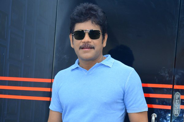 Nagarjuna recovers from viral fever; Cautions fans over monsoon fevers