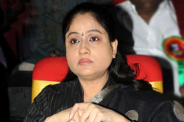 Fresh buzz on Vijayashanthi's role in Sarileru Neekevvaru