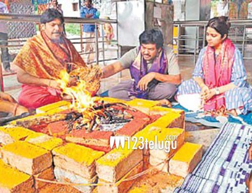 After gifting cars to each other, Puri & Charmme perform Homam together