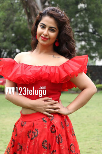 Young heroine ready for glamor roles