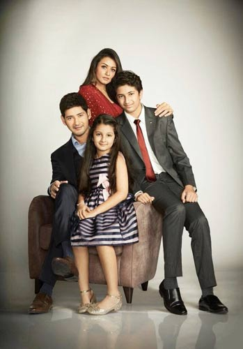 Mahesh's stunning family pic goes viral