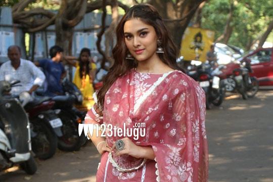 Salman Khan's heroine eagerly waiting for Telugu offers